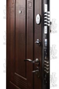 входные железные двери в жилой дом кованные